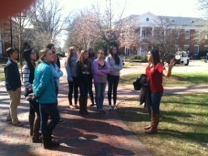 Students explore Elon.