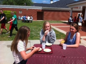 Enjoying the nice weather and lunch outside.