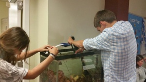 Biology students clean the aquarium. Thank you